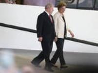 Dilma e Lula se encaminham para a cerimônia de posse no Palácio do Planalto
