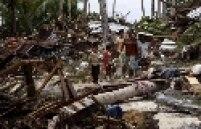 Vilas inteiras foram varridas e casas foram destruídas por ondas causadas por terremoto