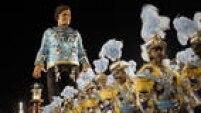 As viagens de Gulliver também tiveram destaque no desfile com um boneco de 15 metros de altura