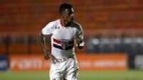 Michel Bastos abriu o placar para o São Paulo na vitória sobre o Novorizontino, no Pacaembu