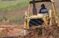 Escavadeiras começam a trabalhar na terraplenagem do estádio em Itaquera, do Corinthians; três primeiros meses serão dedicados à limpeza do terreno