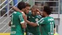 Jogadores do Palmeiras comemoram a primeira vitória na Allianz Parque neste Brasileirão