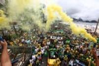 Representantes do grupo 'Revoltados Online' anunciaram que o governador do Rio, Luiz Fernando Pezão (PMDB), está internado com hipertensão