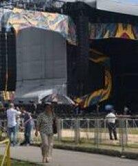 Homens trabalham na montagem do palco para apresentação da banda Rolling Stones em Havana, nessasexta, 25.