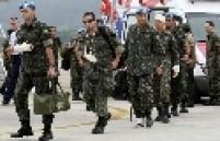 Chegada de militares brasileiros feridos, que estavam no Haiti, à Base Aérea de Guarulhos, SP