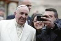 Dando mostras de que valoriza mais a misericórdia em detrimento da moral, Francisco recomendou a todos os padres que<a href='http://brasil.estadao.com.br/noticias/geral,papa-recomenda-perdao-a-mulheres-que-abortam-e-se-arrependem,1754222' target='_blank'>absolvam de pecado</a>as mulheres e os médicos que realizarem abortos, desde que eles tenham mostrado arrependimento de seus atos. A recomendação do papa, porém, não modifica o que a Igreja pensa do aborto: a prática resulta em excomunhão automática pelas leis canônicas desde 1398.