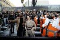 Fãs se reúnem na entrada da premiere de 'O Despertar da Força' em Hollywood