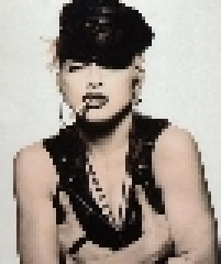 "Na capa do single ""Justify My Love"", de 1990, onde Madonna começa seu flerte com os fetiches"