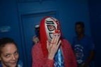 Mas ter levado a própria máscara para um 'carnaval' na Marquês de Sapucaí é um indício de que o diretor não sabia ao certo o que ia encontrar no sambódromo do Rio de Janeiro. A julgar pelas imagens, ele deve ter gostado bastante