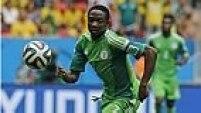 Após o gol, a Nigéria tenta pressionar a equipe da França para buscar o empate