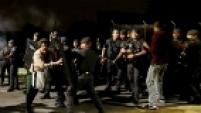 """Respaldada por uma ordem judicial, concedida em 24 de julho, que garante a reintegração de posse de qualquer unidade da USP contra possíveis ocupações feitas pelos grevistas, o comando da PM decidiu agir desta vez. A intenção do Sindicato dos Funcionários da USP (Sintusp), que organizou o ato, era realizar um """"trancaço"""" durante o dia, bloqueando as entradas do câmpus das 4h30 às 20h30. No entanto, após o confronto, a PM liberou por volta das 7h os portões 2 e 3 e, às 8h, o 1."""