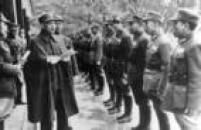 1949-1955-Em outubro de 1949, Chiang Kai-shek e seu Exército mudam-se para Taiwan, levando os tesouros da China e mais de 1,5 milhão de seguidores. O governo de Chiang impõe duras restrições às liberdades políticas e civis. Com o início da Guerra da Coreia e o apoio da China, os EUA veem Taiwan como um aliado na Ásia contra o expansionismo comunista