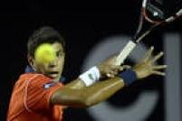 Thiago Monteiro fez um bom jogo, mas não conseguiu superar Pablo Cuevas e foi eliminado nas oitavas de final do Rio Open