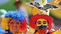 Torcedores fazem show a parte. Fantasiados capricham no visual para os jogos da Copa do Mundo