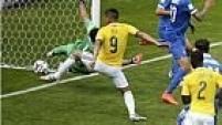 Aos 12 minutos do segundo tempo, o atacante Teófilo Gutiérrez amplia o placar para a Colômbia