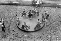 'Playgrounds', no Masp, contará com projetos contemporâneos criados pelos artistas Ernesto Neto, Yto Barrada, Céline Condorelli, Rasheed Araeen e os coletivos Grupo Contrafilé e O Grupo Inteiro. A proposta resgata açõeshistóricas ocorridas na instituição, como a instalação de um carrossel por Maria Helena Chartuni no vão livre da Masp na década de 1970