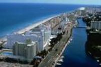 Em apenas nove dias, no final de dezembro de 2012 e início de 2013, Cunha gastou US$ 42,2 mil no cartão de crédito em restaurantes, hotel e lojas de grife em Miami Beach. Naquela época, o deputado tinha um salário de R$ 17,7 mil.