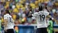 Aos 34 minutos do segundo tempo, Valbuena cobra escanteio e Pogba abre o placar para os franceses!