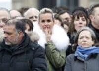 A modelo francesa Laeticia Hallyday, esposa de Johnny, também compareceu
