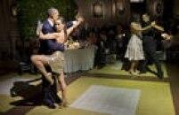 PresidenteBarack Obama e a primeira-dama, Michelle, dançam tango com dançarinos profissionais em Buenos Aires