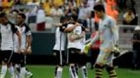 Jogadores do Corinthians comemoram a boa vitória sobre o novorizontino por 3 a 0 na Arena de Itaquera