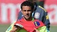 Assim, sem um centroavante, o técnico brasileiro testou um time no 3-5-2, assim como a seleção que foi campeã em 2002.