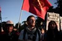 Os manifestantes marcharam até o centro de convenções La Rural, onde foi realizado um encontro organizado pela Câmara de Comércio dos EUA na Argentina e onde se especulava a possibilidade de que Macri e Obama encerrassem o encontro empresarial