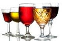 MITO: Ele pode consumir bebidas alcoólicas com moderação e se o médico autorizar. Recomenda-se evitar bebidas adocicadas como vinho doce, caipirinhas que levam açúcar, bem como a cerveja, que contém carboidrato