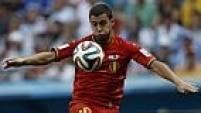 Mesmo em desvantagem, a Bélgica arrisca pouco contra a defesa argentina