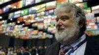 Chuck Blazer - Conhecido como 'Mr. 10%' no meio do futebol, pela parcela de propina que cobrava nos contratos que formulava, Charles Blazer foi indiciado pelo FBI por desviar milhões de dólares da Concacaf, onde foi Secretário-Geral. Porém, aceitou um acordo de delação premiada e gravou, durante quatro anos, suas reuniões com cartolas da Fifa, repassando-as à Justiça dos Estados Unidos. Em julho, foi expulso permanentemente do futebol. 'Figurão', vive na companhia de modelos de luxo e possui uma vida milionária.
