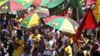 Projeto especial do Olodum desfila no Circuito Osmar, nesta terça-feira, em Salvador