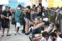 Muitos fãs dormiram na fila aguardando a abertura dos portões em barracas