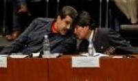 Evo Morales conversa comMaduro durante homenagens a Chávez