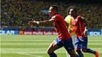 Em uma bobeada de Marcelo e Hulk na defesa, Alexis Sánchez iguala o marcador no Mineirão!