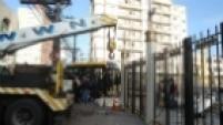 Duas faixas da direita, de um total de três faixas na avenida, foram bloqueadas na altura da Rua João Boemer, no sentido bairro, impedindo a circulação na faixa de ônibus da via.