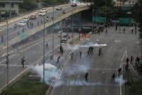 Uma confusão começou na confluência da Avenida Tiradentes com a Avenida 23 de maio, sob o Terminal Bandeira. Exatamente quando manifestantes ocuparam a Tiradentes no sentido da zona norte. Não se sabe ainda o que causou a confusão, mas a Polícia Militar jogou bombas de efeito moral.