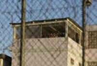 Segundo testemunhas citadas pela imprensa, na parte de fora da cadeia foram escutadas explosões, assim como gritos dos internos, enquanto as forças de segurança rodearam o local e fecharam os acessos para evitar uma fuga em massa de presos.