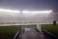 Partida entre Argentina eBrasil pelas Eliminatórias da Copa do Mundo é cancelada pela forte chuva que castigao estádio Monumental de Núñez