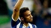 Danilo, lateral direito que atualmente joga no Porto, foi revelado no Santos de 2010