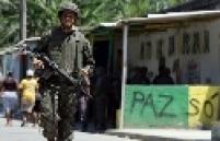 Movimentação de policiais durante invasão da favela da Grota no Complexo do Alemão, no RJ