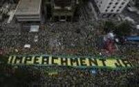 Foto da Avenida Paulista mostra a via tomada de manifestantes