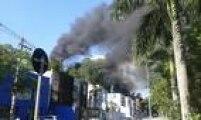 Pelo menos 15 viaturas dos bombeiros e 45 homens estiveram no local para fazer o rescaldo do acidente