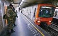 Metrô de Bruxelas também está fechado.<a href='http://internacional.estadao.com.br/noticias/geral,explosoes-fecham-aeroporto-de-bruxelas,10000022568' target='_blank'>Suspeita é de que ataque seja retaliação pela prisão de um dos mentores dos atentados de Paris em 2015</a>