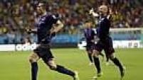 Van Persie e Robben foram os melhores jogadores em campo e fizeram uma dupla incansável e precisa no ataque da Holanda.