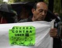 Desde que chegou ao país, a Uber vem sendo atacada pela Associação de Táxis de Madri, que a considera uma 'competição injusta'. Em dezembro de 2014, a Uber suspendeu suas operações na Espanha.