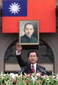 2000-2007-As relações entre a China e Taiwan sofrem uma escalada de tensão com a eleição do candidato do Partido Democrático Progressista pró-independência, Chen Shui-bian, à presidência, encerrando décadas de governo do Kuomintang. Durante a campanha, Chen tentou acalmar os ânimos em Pequim, prometendo não declarar a independência se a China não usasse a força contra Taiwan. Chen e sua vice, Anette Lu, sobrevivem a uma tentativa de assassinato às vésperas das eleições de 2004. Chen é reeleito por estreita margem. Em 2005, Pequim aprova uma lei antissecessão para garantir a integridade da China. Chen é afastado em 2006 por corrupção