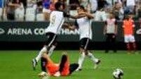Jogadores reservas colocam dúvida no técnico Tite ao jogarem bem e darem conta do recado