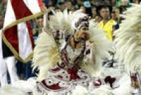O vermelho-e-branco tradicional do Salgueiro, como sempre, coloriu a Sapucaí
