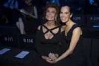 Sophia Loren e Roberta Armani na fila A do desfile/homenagem