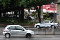 Dirigir acima da velocidade permitida na via foi a infração mais cometida em São Paulo no primeiro semestre de 2015. Agentes de trânsito e radares aplicaram 1.461.429 multas de janeiro a junho. Quer saber onde ficam os radares que mais multam?<a href='http://sao-paulo.estadao.com.br/noticias/geral,veja-onde-estao-os-10-radares-campeoes-de-multas-em-sp-no-1o-semestre,1808019' target='_blank'>Clique aqui.</a>